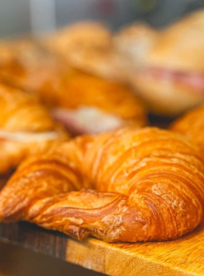 box kit colazioni colazione brioche dolci e salate croissant vicino a me pasticceria a domicilio colazioni asporto bologna